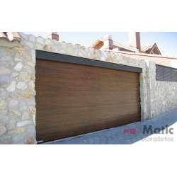 Puerta seccional imitación madera lisa